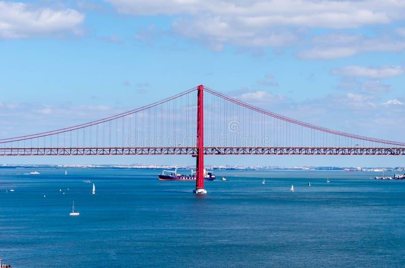 25 aprile ponte a Lisbona, Portogallo fotografia stock libera da diritti
