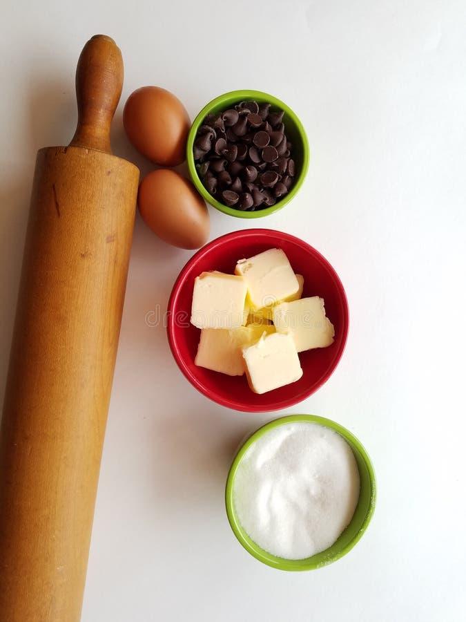Apronte para cozer - ingredientes de cozimento, pino do rolo da herança de Nana imagens de stock royalty free