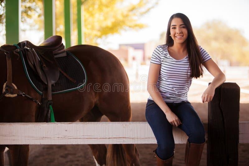 Apronte para montar um cavalo imagem de stock royalty free