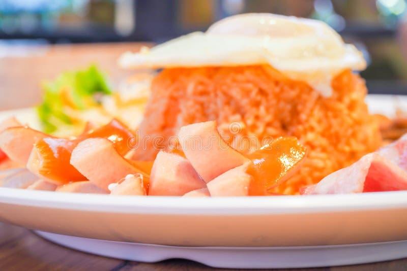 Apronte para o delicioso Grupo americano do café da manhã do estilo, ric fritado foto de stock royalty free