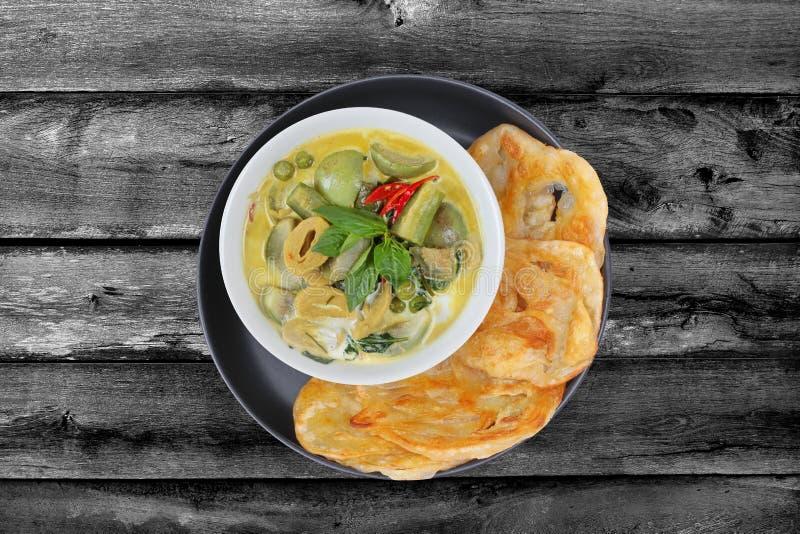 Apronte servido de Roti, alimento indiano como farinha fritada, com Tha imagem de stock royalty free