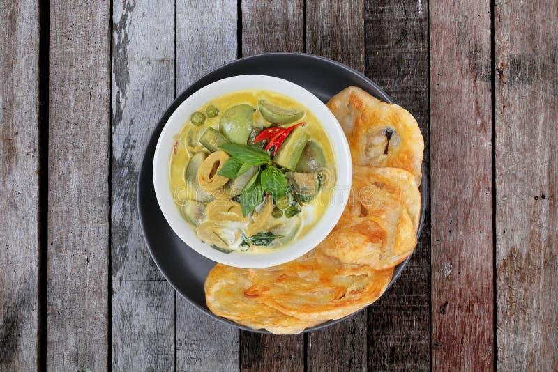 Apronte servido de Roti, alimento indiano como farinha fritada, com Tha fotos de stock