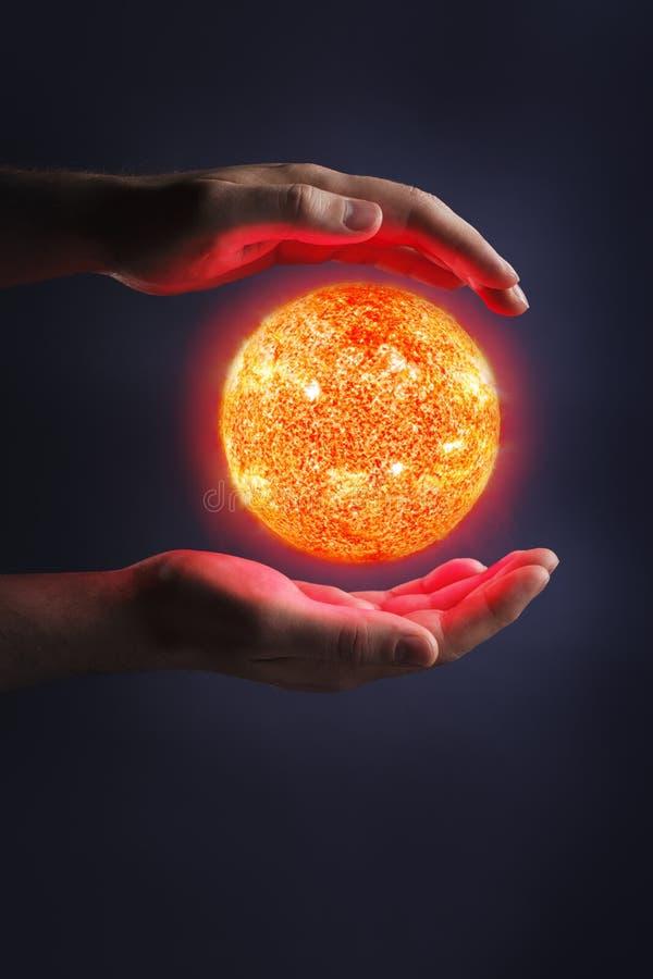 Aproveitarando a potência do Sun imagem de stock