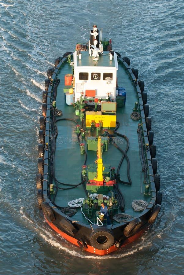 Aprovisione de combustible barge adentro el puerto de Pusan, Corea. fotografía de archivo