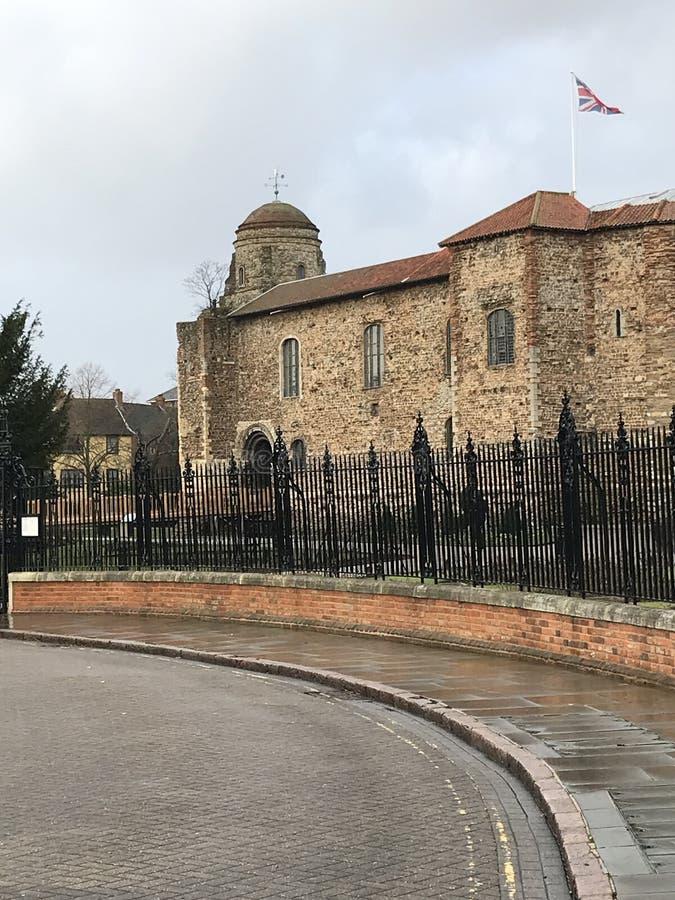 A aproximação ao museu do castelo de Cochester em Colchester, Sommerset fotografia de stock royalty free