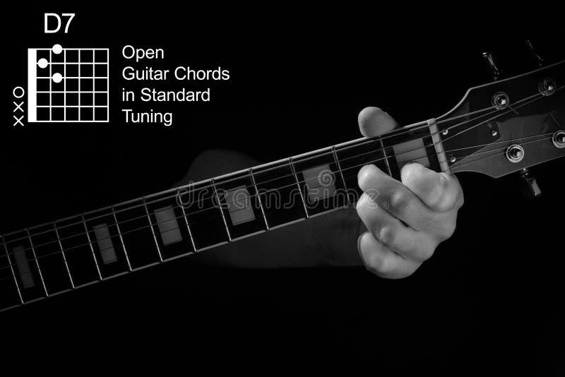 Aproximação do acorde D7 no violão fotos de stock royalty free