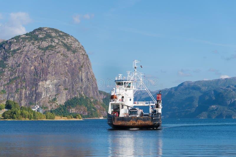 Aproximação do ferryboat fotografia de stock royalty free