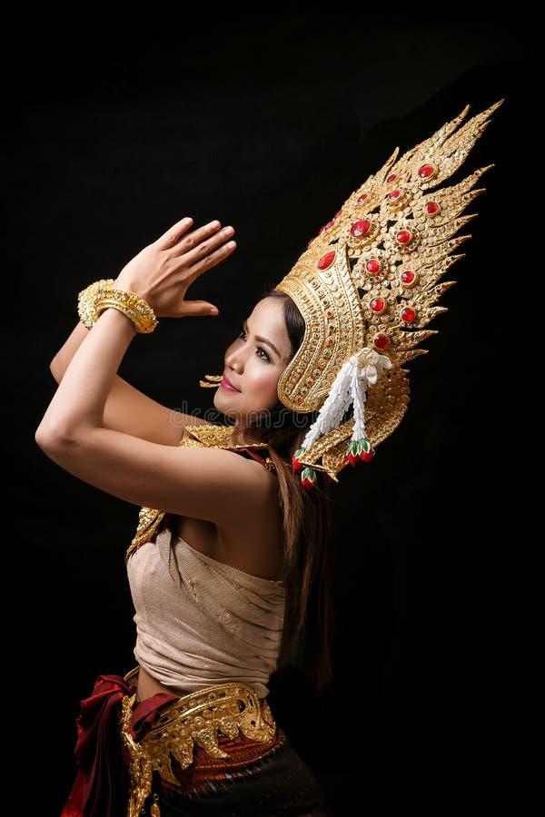 Download Apsara跳舞画象 库存图片. 图片 包括有 户外, 柬埔语, 五颜六色, 镇痛药, 噪声, 历史, 珠宝 - 72366603
