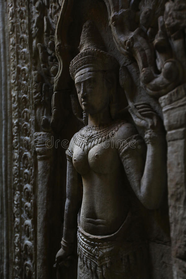 Download Apsara Statue Of A Khmer Dancer In Angkor Wat Temp Stock Photo - Image: 26822580
