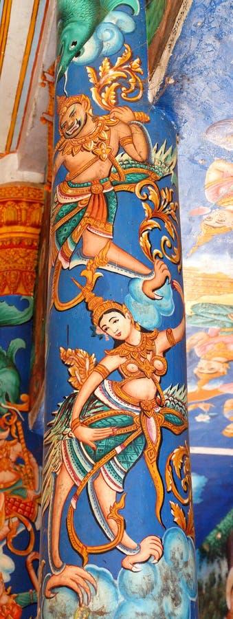 Apsaradansers op kolom Wat Nokor stock afbeeldingen