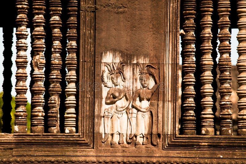 Apsaras - высекать khmer каменный стоковое изображение