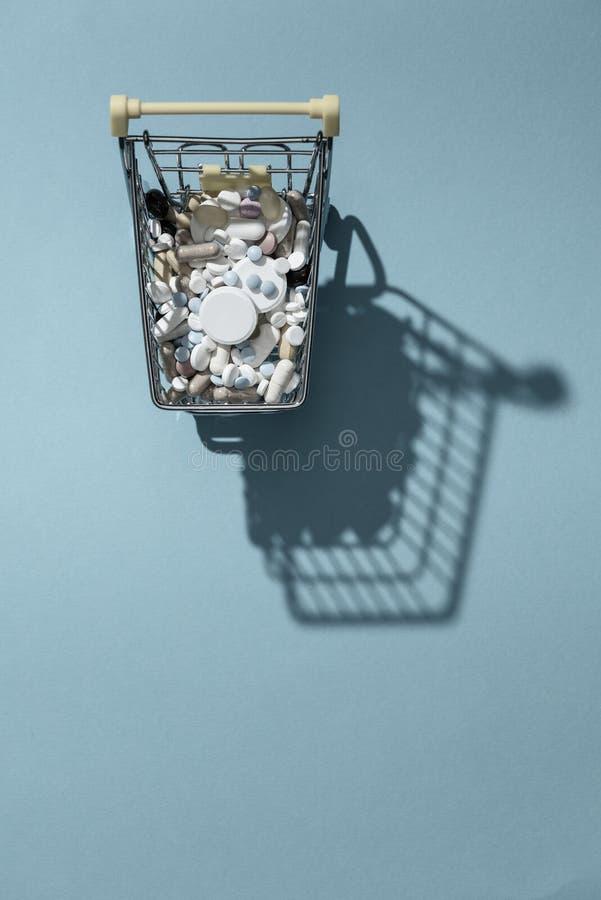 Apteki nadużywanie narkotyków i zakupy zdjęcie stock