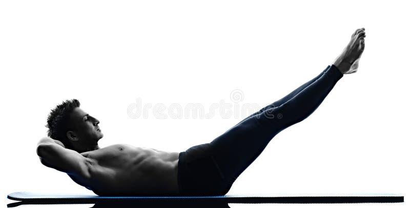 Aptidão dos exercícios dos pilates do homem isolada imagem de stock