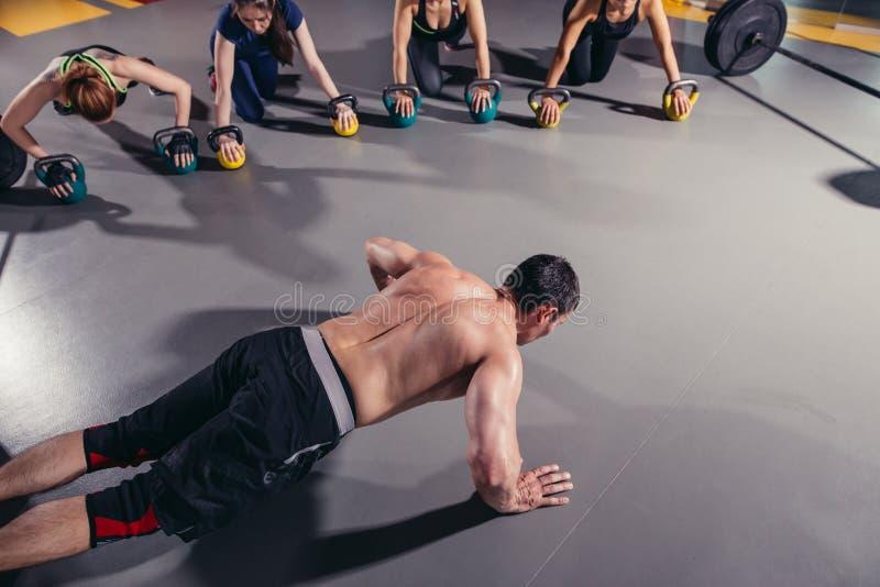 Aptidão, esporte, treinamento e conceito saudável do estilo de vida fotografia de stock