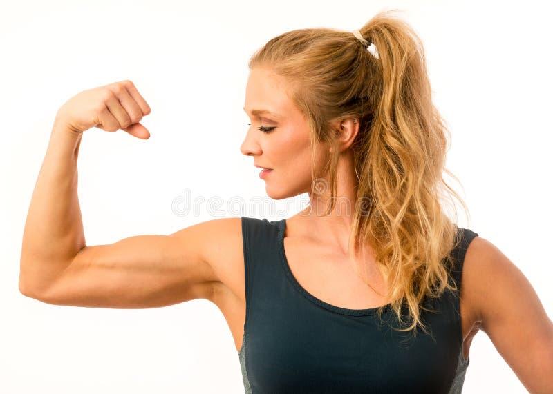 Aptidão Flexing Arm Muscles modelo imagens de stock royalty free