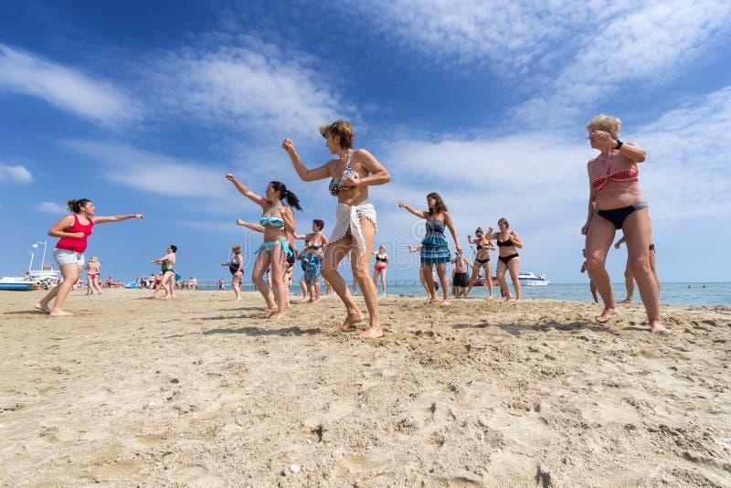 Aptidão na praia imagem de stock