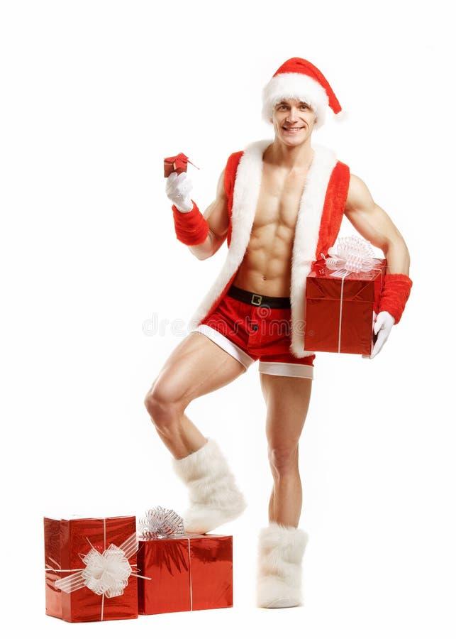 Aptitud atractiva Santa Claus que sostiene las cajas de un rojo imágenes de archivo libres de regalías