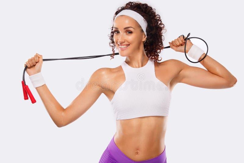 Download Aptitud Y Mujer Hermosa Deportiva Que Ejercitan En El Fondo Blanco Para Permanecer Apto Imagen de archivo - Imagen de ejercicio, pelo: 100534915