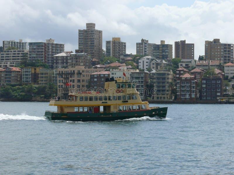 Apuntale con las casas residenciales en Sydney Australia con el transbordador imágenes de archivo libres de regalías