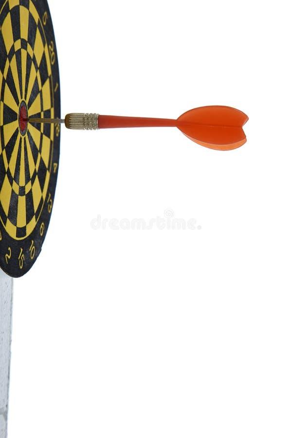 Apunte el dardo con la flecha roja aislada en el fondo blanco fotografía de archivo