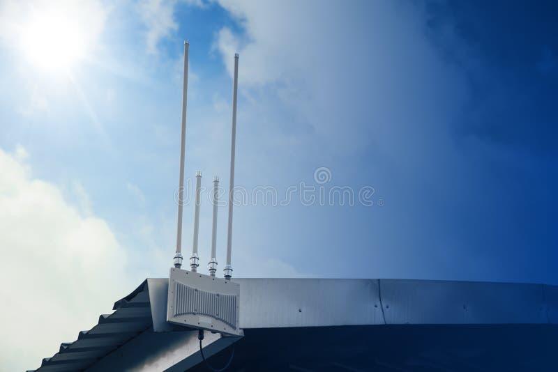 Apuroses inalámbricos de Internet del wifi al aire libre imagen de archivo