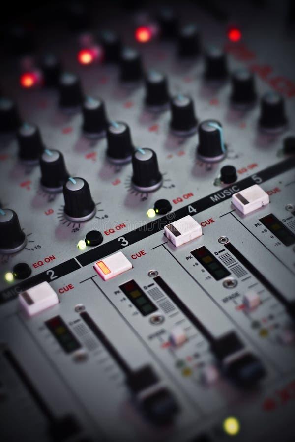 Aquí está una de las herramientas que DJ utiliza para mezclar canciones fotografía de archivo libre de regalías
