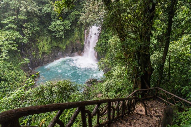 Aqua gekleurde vijver in Rio Celeste, Costa Rica stock foto