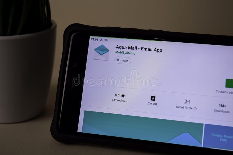 Aqua Mail - applicazione dello sviluppatore del App del email sullo schermo di Smartphone Il App del email è un freeware immagini stock
