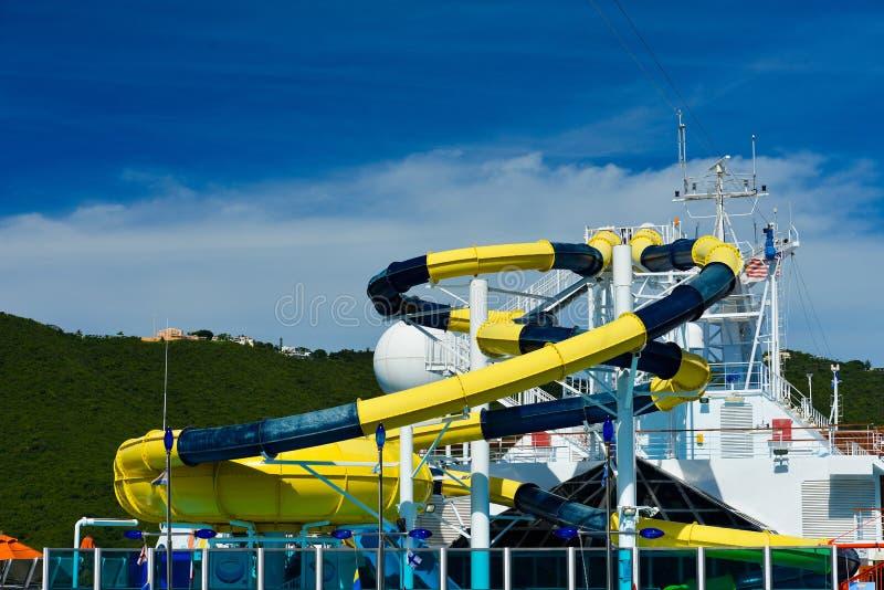 Aqua-parkera vattenglidbanan royaltyfri foto