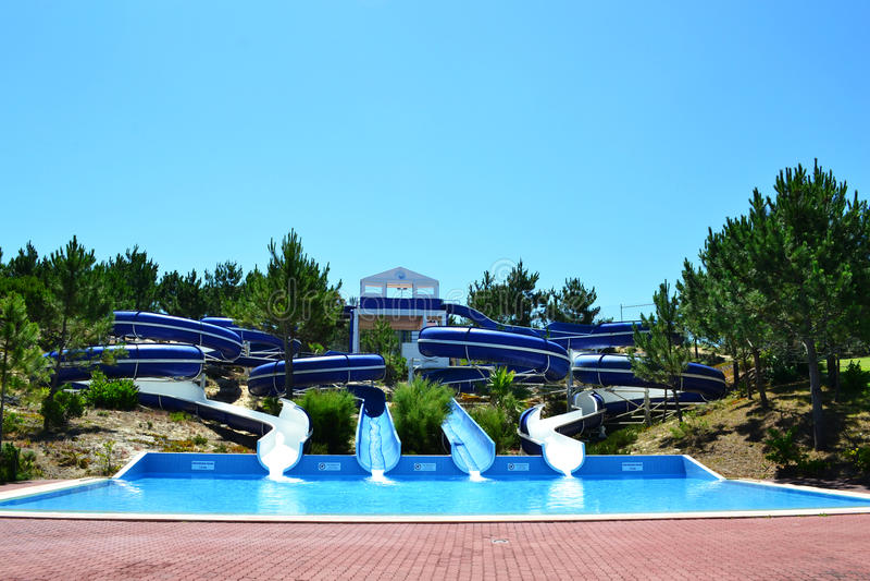 Aqua parkerar glidbanor royaltyfri bild