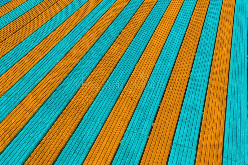 Aqua und orange Deckingbretter stockfoto