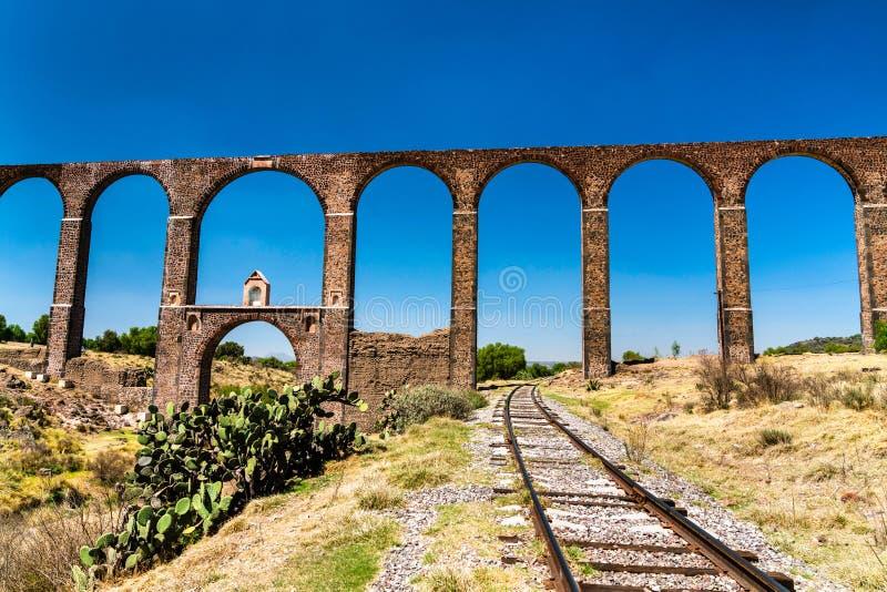 Aquaduct van Aalmoezenier Tembleque in Mexico royalty-vrije stock foto's