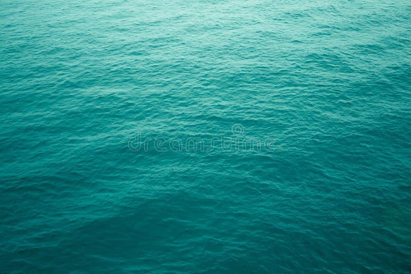 Aquamarijnrimpelingen in de Atlantische Oceaan stock fotografie
