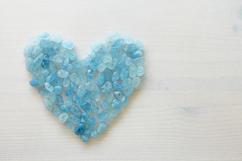 Aquamarin ist blau Blaues Inneres Naturstein ist blauer Aquamarin lizenzfreie stockfotografie