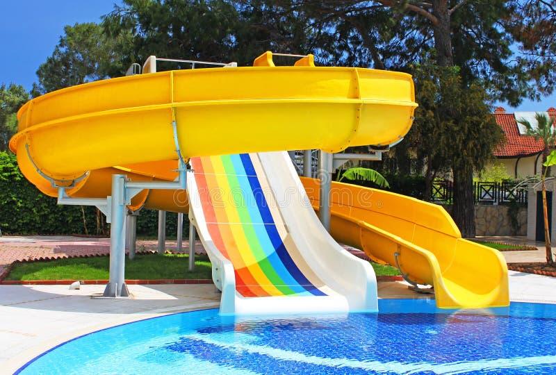 aquapark сползает индюка стоковое изображение rf