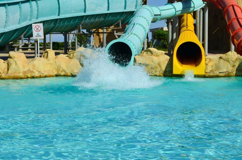 Aquapark Cursori con lo stagno nel parco fotografia stock