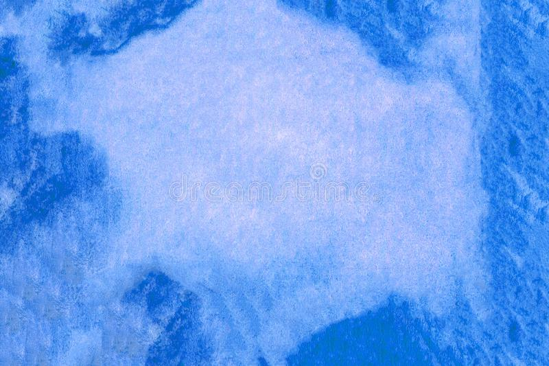 Aquarelle blå bakgrund Illustration av färgpenna Blåfläckigt papper Blåhandsfärgad väv royaltyfri fotografi