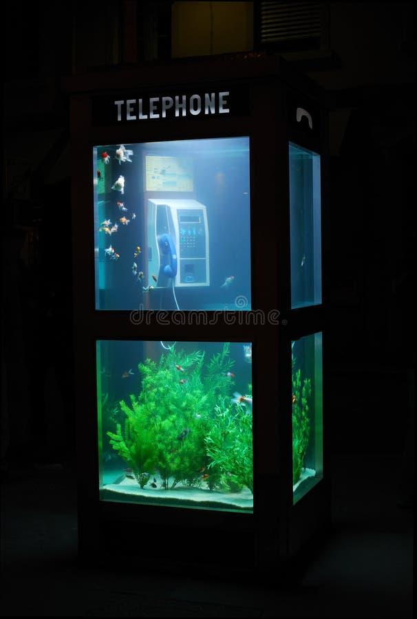Aquariumtelefonstand lizenzfreie stockbilder