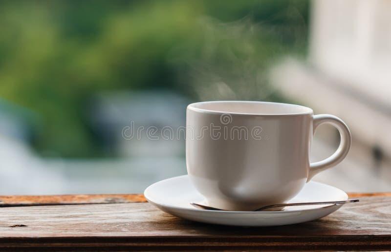 Aqueça a chávena de café fotografia de stock royalty free