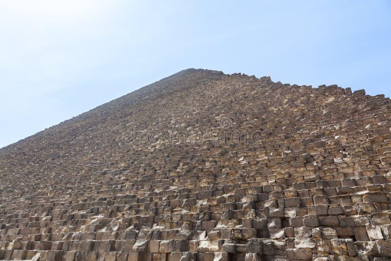Aqueça o embaçamento sobre a grande pirâmide de Giza o Cairo fotografia de stock royalty free