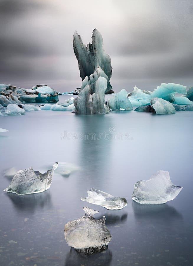 Aquecimento global de derivação de gelo de bloco da geleira azul imagem de stock