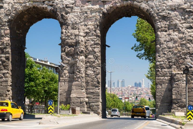 Aquedotto di Valens a Costantinopoli, Turchia fotografia stock libera da diritti