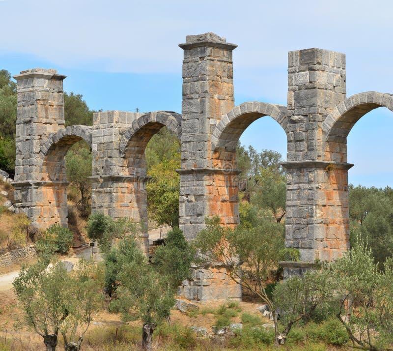 Aquedotto romano sull'isola Lesbos, Grecia immagini stock libere da diritti