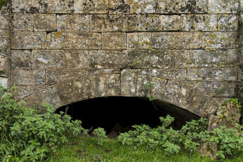 Aqueduc abandonné image stock