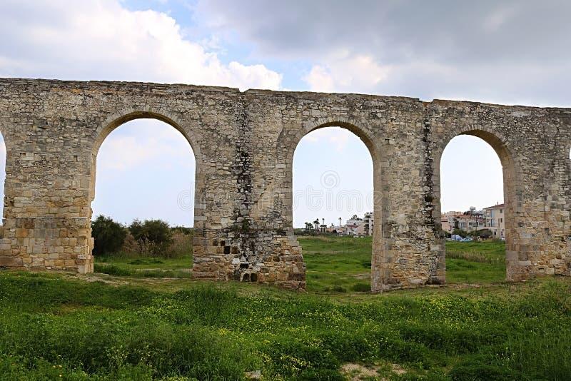Aqueduc antique de Kamares ? Larnaca, Chypre photos stock