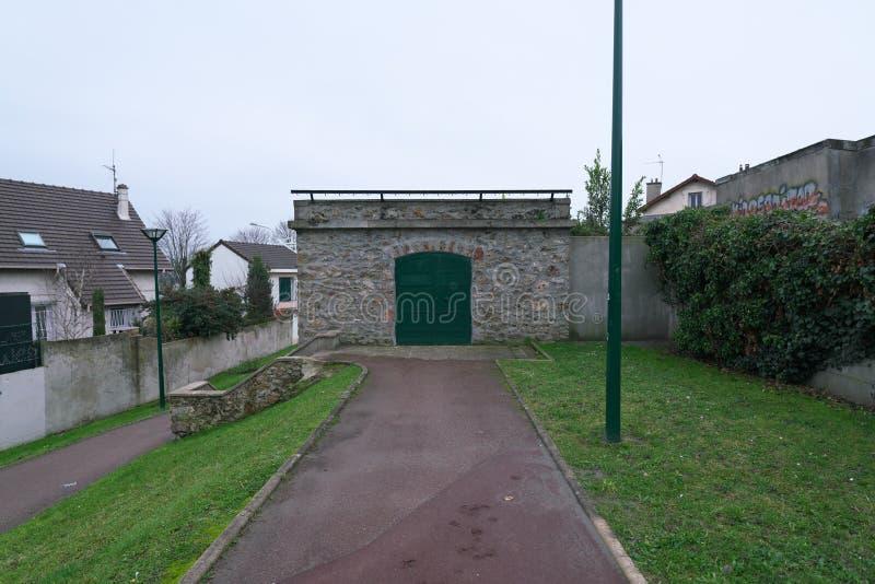 Aqueduc dans Arcueil-Cachan, Paris, pendant le matin photographie stock libre de droits