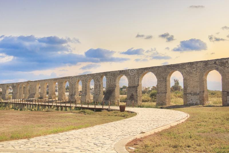 Aqueduc de Kamares à Larnaca, Chypre image libre de droits