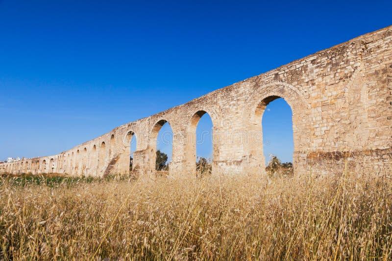 Aqueduc de Kamares, Bekir Pasha Aqueduct Larnaca, Chypre Paysage de panorama de coucher du soleil photos libres de droits