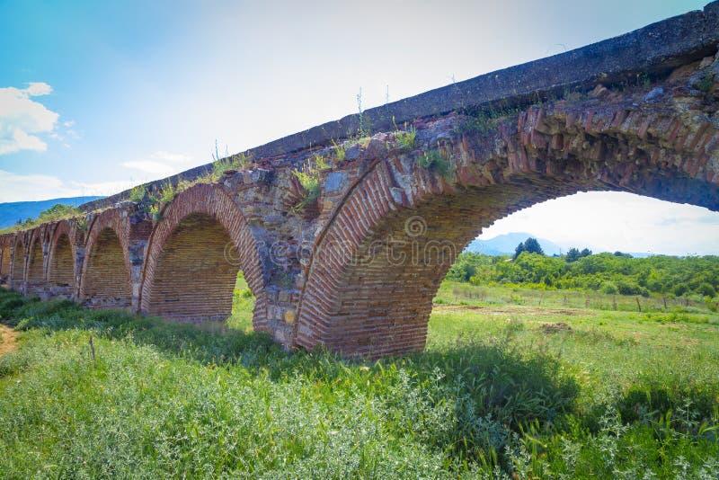 Aqueduc de Skopje, Macédoine du nord photo libre de droits