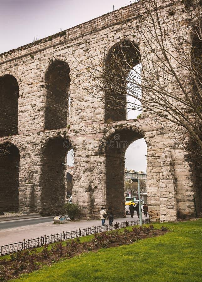Aqueduc historique d'Istanbul image libre de droits